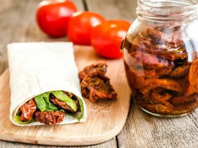 Rotolini di piadina vegani preparati da zero: buoni e sani, ve lo assicuriamo!
