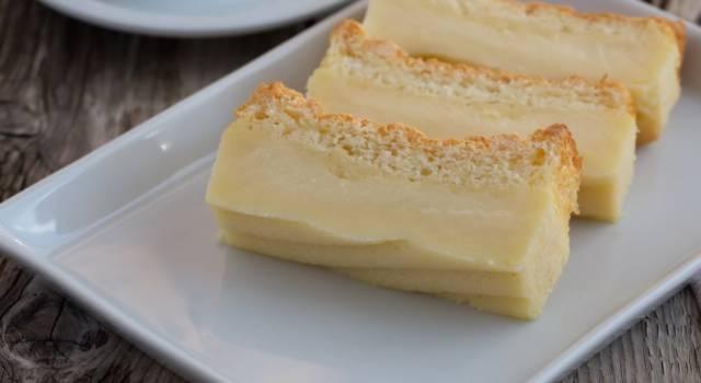 Torta magica al limone senza glutine: 3 strati di bontà