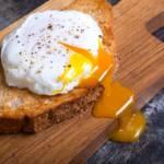 Come fare un uovo in camicia? La tecnica e la ricetta infallibile!