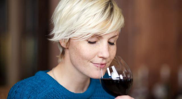 Degustare vino come un sommelier: 3 passaggi fondamentali e 5 consigli