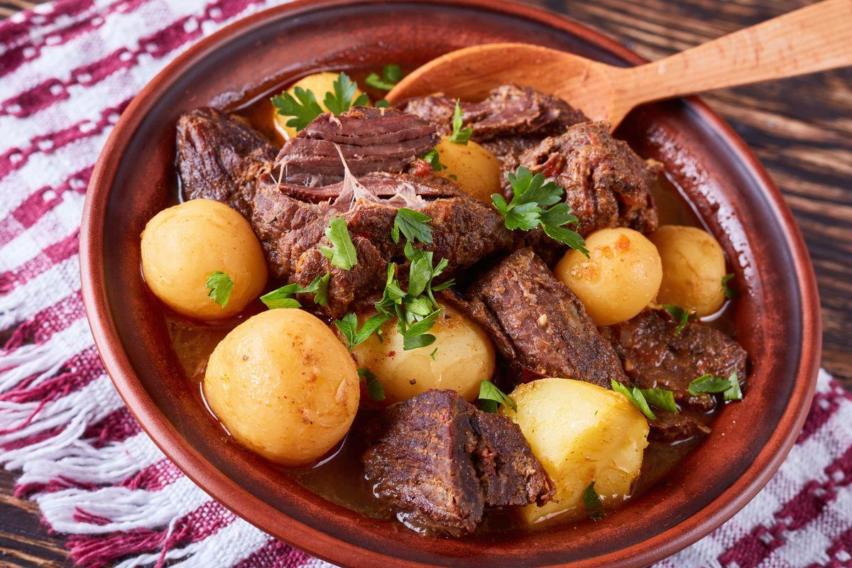 carne tenera con patate