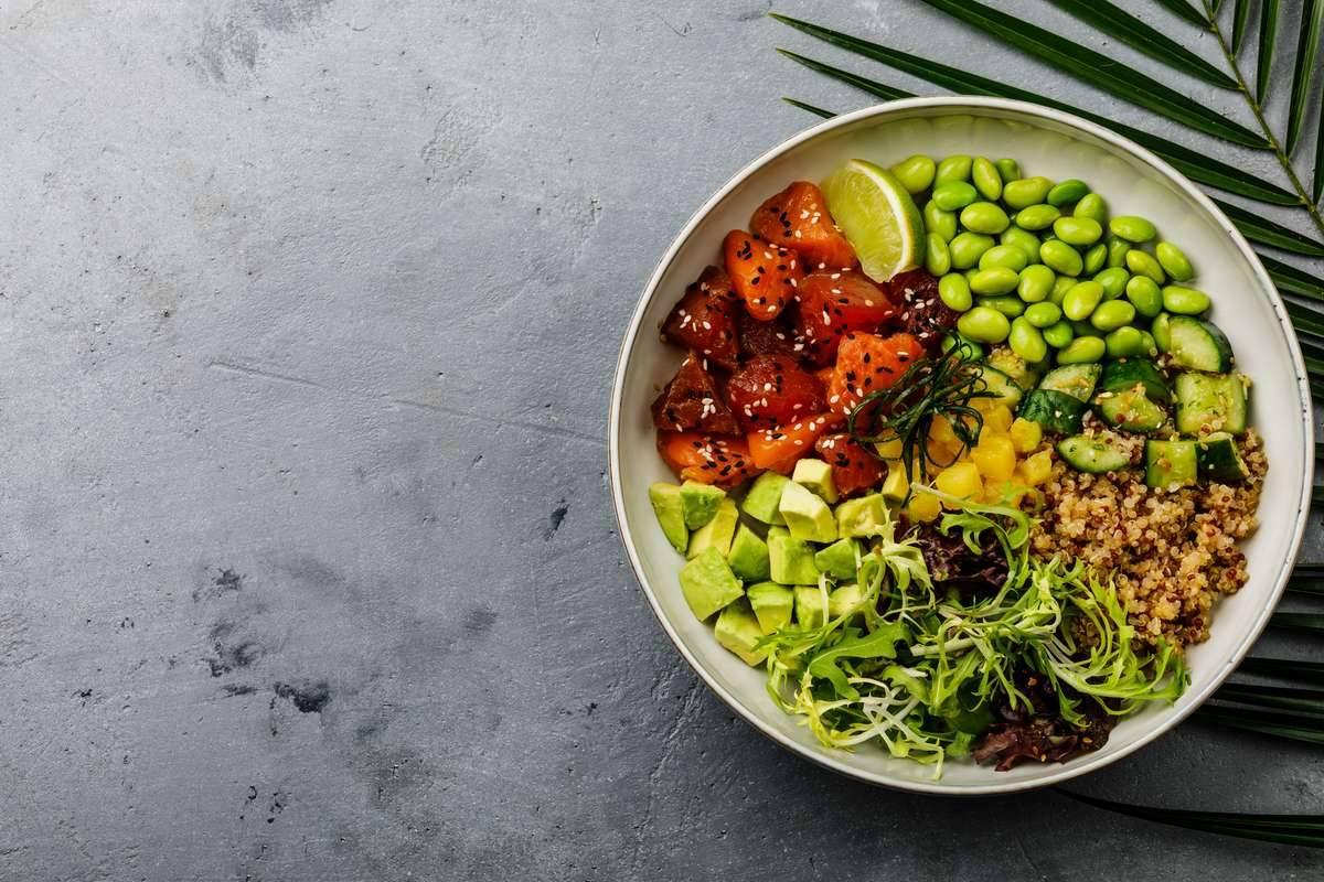 Insalata di quinoa salmone e avocado