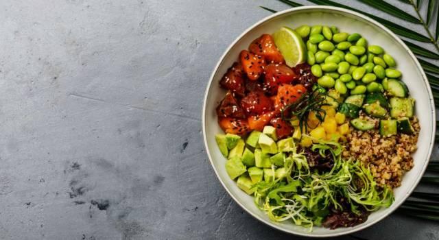 Insalata di quinoa, salmone e avocado: colorata, senza glutine e super estiva!