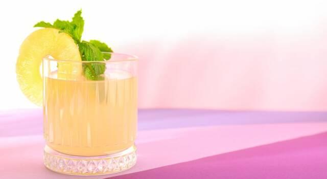 Liquore all'ananas fatto in casa: passaggi e preparazione