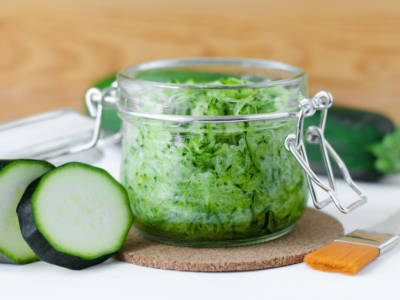 Pesto di zucchine, la ricetta del sugo fresco e delizioso