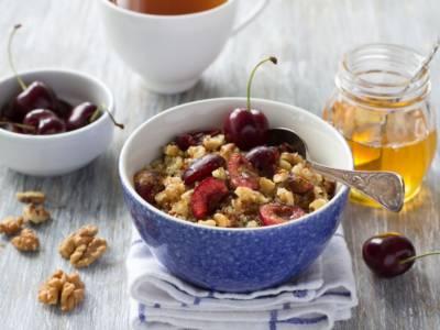 Porridge di quinoa e ciliegie, un goloso dessert senza glutine