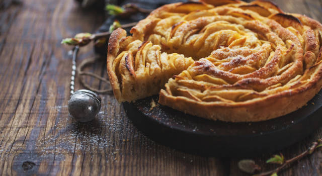 Torta di mele con crema pasticcera: impossibile resistergli