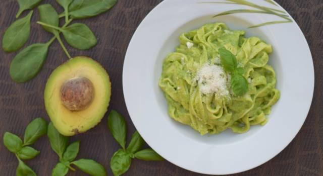 Finta carbonara con avocado (perfetta per gli intolleranti alle uova)