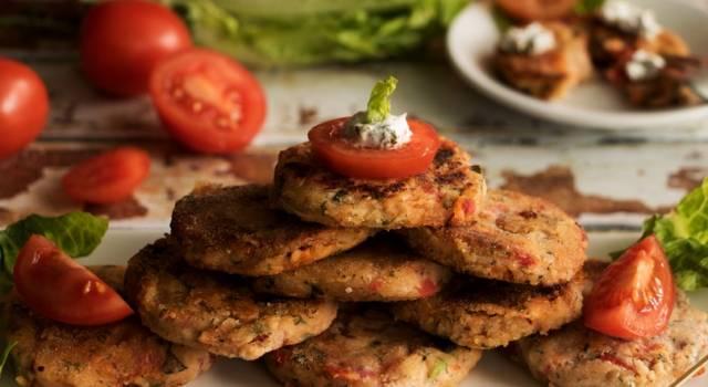 Frittelle di pomodorini: perfette come antipasto o secondo piatto