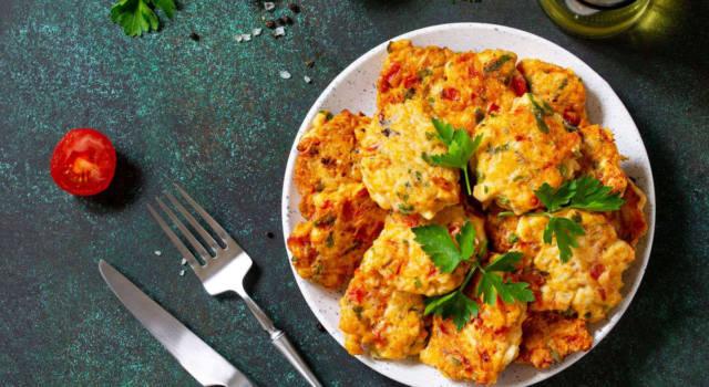 Domatokeftedes: le frittelle greche al pomodoro