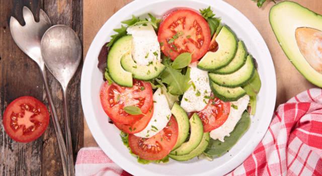 Insalata caprese con avocado…l'estate nel piatto!