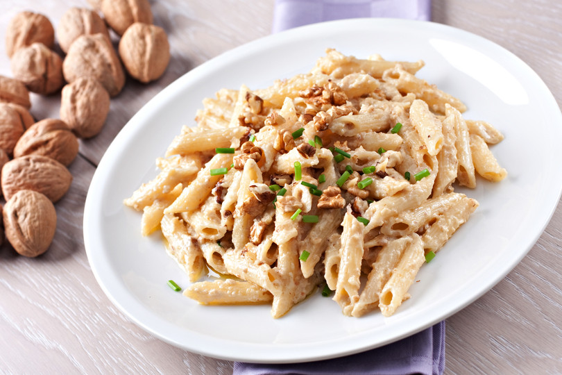 Pasta gorgonzola e noci: cremosa e croccante