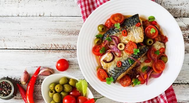 Pesce azzurro alla pizzaiola: la ricetta con lo sgombro