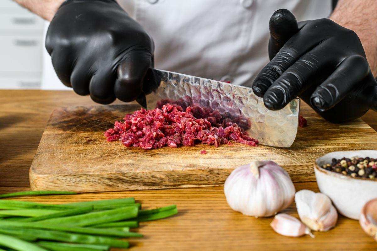 tagliare la carne per tartare