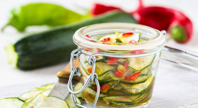 Come fare le zucchine sott'olio: ideali per un aperitivo