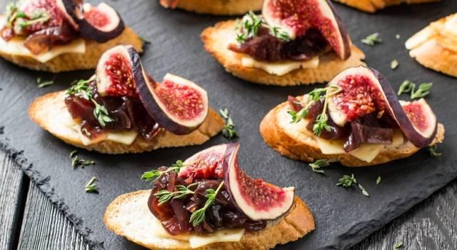 Saporiti crostini con cipolla e fichi: un aperitivo dai profumi autunnali!
