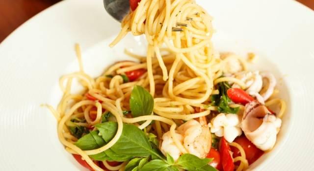 Pasta al sugo di totani e basilico: primo piatto di pesce