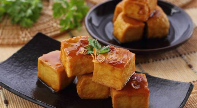 Tofu alla piastra alla curcuma