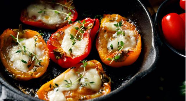 Peperoni ripieni vegetariani: la ricetta con formaggio e frutta secca