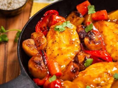Pollo con peperoni, un secondo piatto ricco e saporito