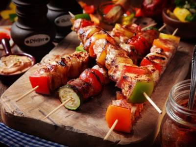 Spiedini di carne: come prepararli, marinarli e grigliarli per un risultato perfetto!