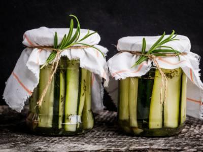 Zucchine sott'olio: la ricetta perfetta per conservarle
