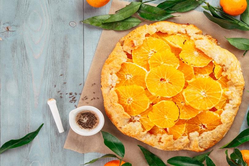 Crostata friabile all'arancia: un delizioso dolce con frutta fresca