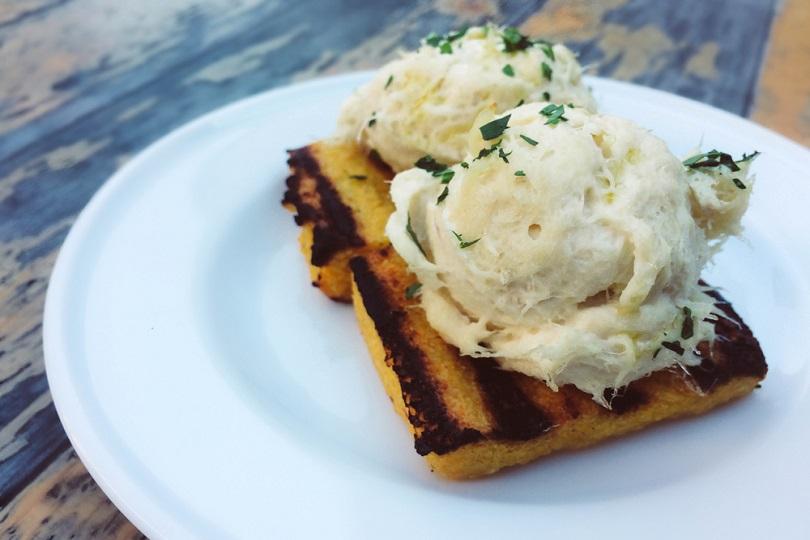 Crostini di polenta e baccalà