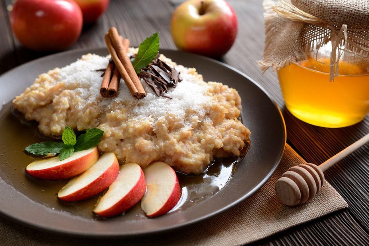 Porridge di riso e cannella