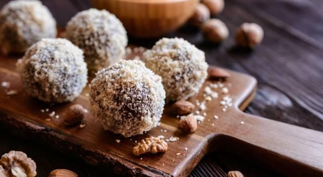 Palline di cocco e cioccolato, le praline velocissime da fare!