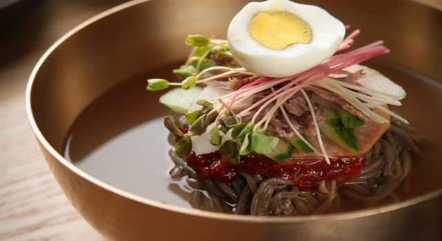 Zuppa di noodles alle verdure: un piatto tipico della cucina orientale