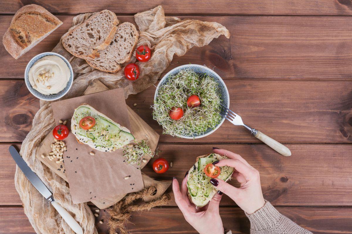 bruschette con hummus veg