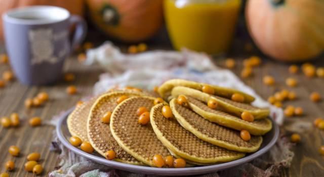 Pancake morbidi ai cachi, da gustare con golosa confettura di frutta