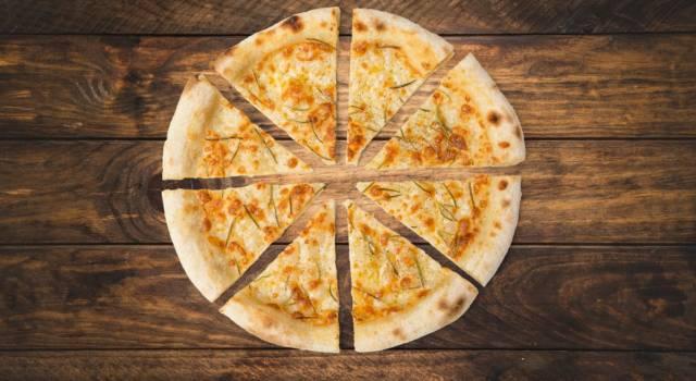 Prepariamo una deliziosa pizza bianca con patate!