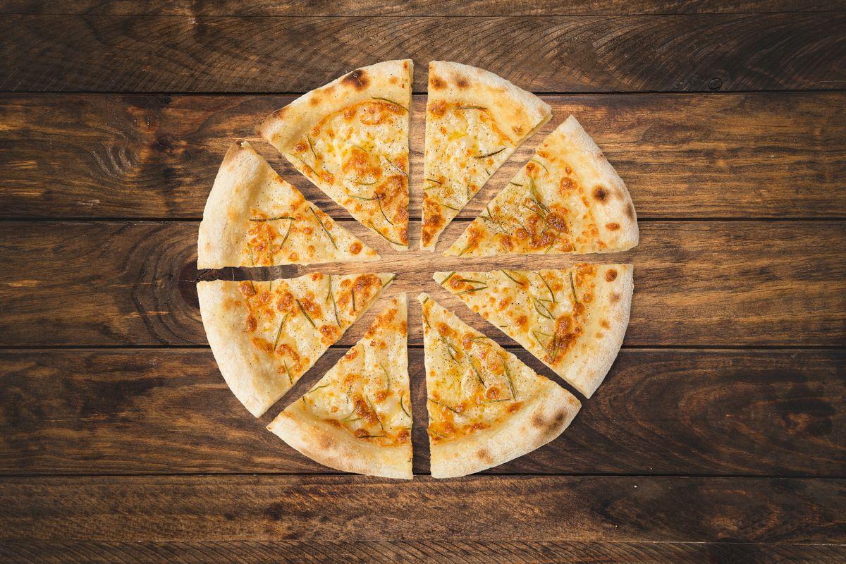 Pizza bianca con patate