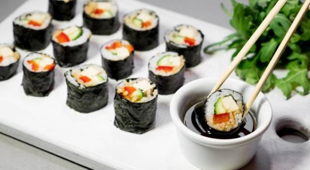Sushi di verdure senza il riso: la ricetta con la quinoa