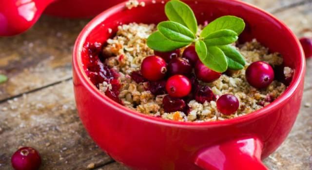 Crumble con farina senza glutine: una golosissima ricetta con i frutti di bosco!