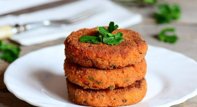 Hamburger di carote vegan: perfetti per gli amanti delle verdure