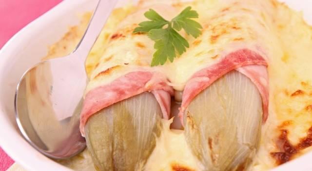 Indivia belga al forno con prosciutto e formaggio: perfetta per questa stagione!