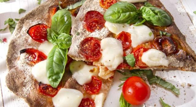 Pizza integrale fatta in casa: bellissima (e buonissima!)