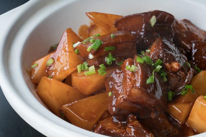 Spezzatino di maiale e ananas