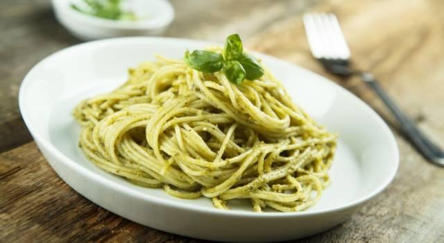 Primo piatto di pasta al pesto di cicoria: ecco come si prepara!