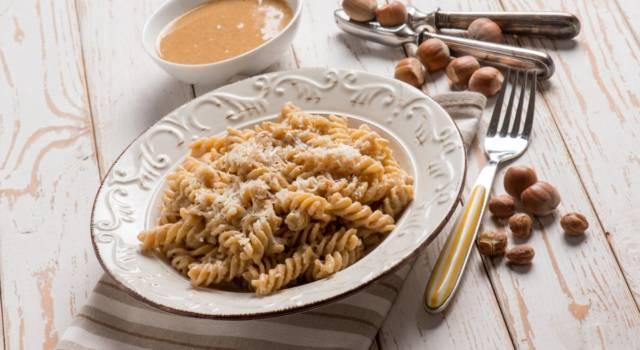 Pasta al pesto di nocciole: la ricetta per un sugo veloce e gustoso