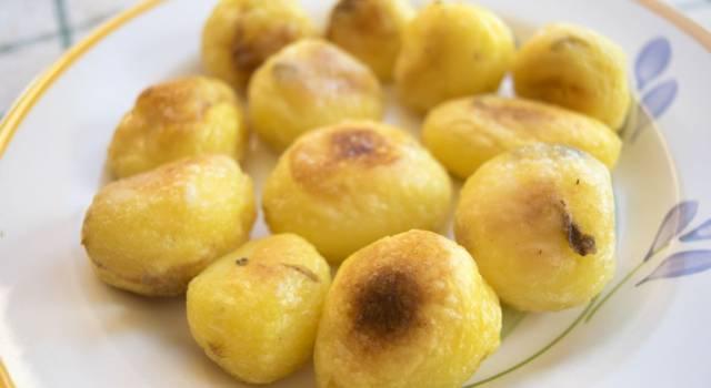Come cucinare le patate al microonde in pochi minuti: ecco tutti i segreti!