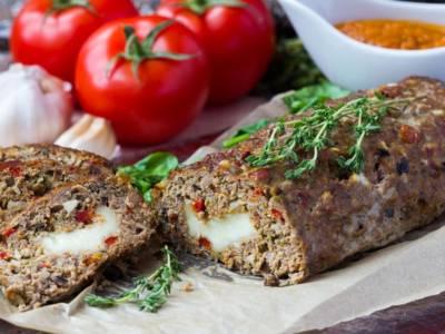 La ricetta del polpettone ripieno di formaggio filante