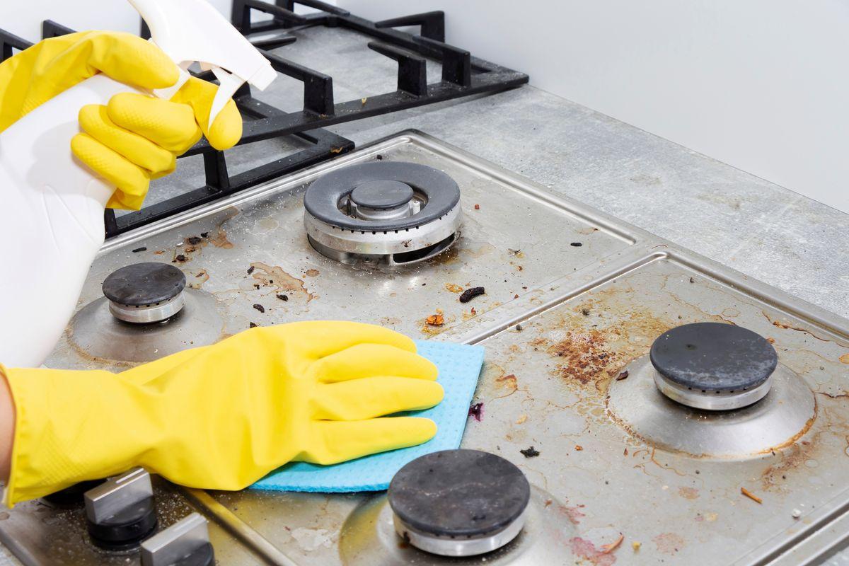 pulire i fornelli sporchi