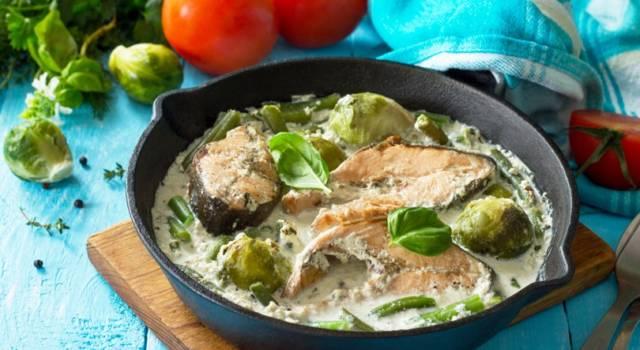 Salmone in padella con salsa alla senape e cavolini di Bruxelles: che delizia!