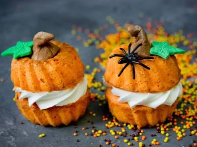 Ciambelline dolci alla zucca: una simpatica e golosa ricetta a tema Halloween