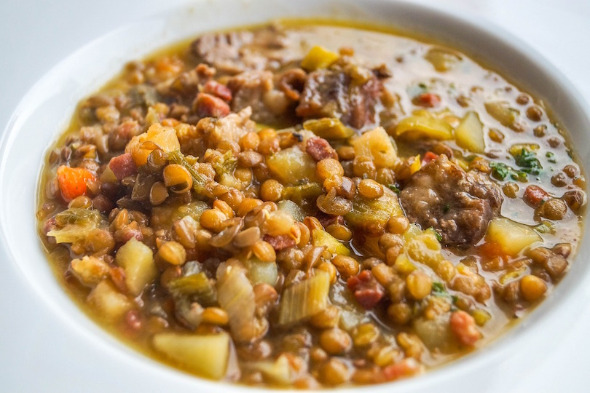 Come fare la zuppa di lenticchie: la ricetta per il piatto delizioso anche con il Bimby
