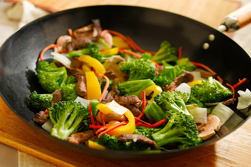 Spezzatino con broccoli e funghi